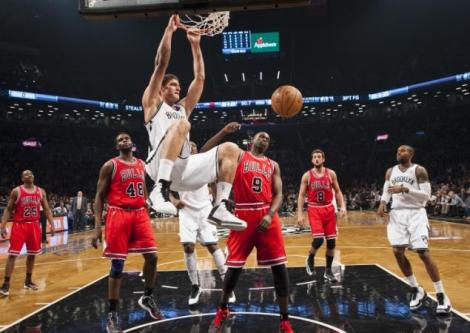 COREY SIPKIN/NEW YORK DAILY NEWS  Brook Lopez slams home one of his game-high 28 points Monday night in game 5 of the Bulls-Nets first round series in Brooklyn.