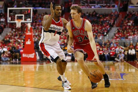 Geoff Burke/USA Today Game 3 hero Mike Dunleavy makes a play off the dribble during his game-high 35-point effort Friday night.