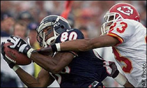 Associated Press Curtis Conway makes one of his nine catches in the Bears' 1999-opening win over Kansas City, one of Sidney Brown's favorite Week 1 victories.