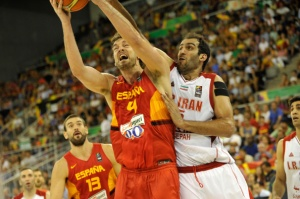 Raul Perez/Anadolu Agency/Getty Images Pau Gasol of Spain (R) in action during the 2014 FIBA World basketball championships against Iran.