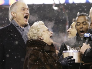 Associated Press Virginia McCaskey and her son, Michael, accepting the George Halas award for the NFC Championship back in 2007. Ma McCaskey has to be fearing that she'll never again receive the trophy named after her dad.