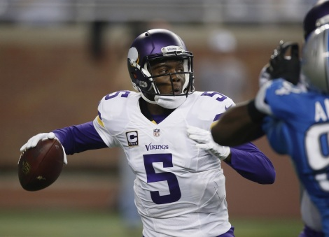 DETROIT, MI - OCTOBER 25: Teddy Bridgewater #5 of the Minnesota Vikings throws a second quarter pass against the Detroit Lions at Ford Field on October 25, 2015 in Detroit, Michigan. (Photo by Gregory Shamus/Getty Images)