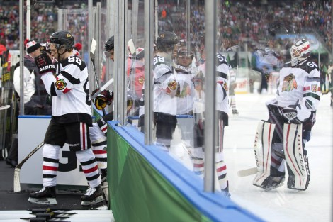 ct-nhl-stadium-series-blackhawks-wild-photos-20160221