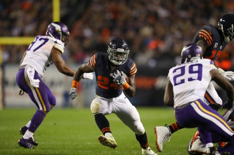 Chicago Bears running back Jordan Howard (24) gained 6 yards and brought the ball to the Minnesota 11 yard line to set up a Chicago touchdown in the third quarter.