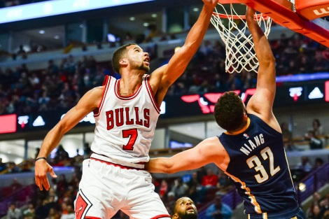 Oct 29, 2016; Chicago, IL, USA; Chicago Bulls guard Michael Carter-Williams (7) blocks the shot of Indiana Pacers forward Georges Niang (32) during the second half at United Center. The Bulls won 118-101. Mandatory Credit: Jeffrey Becker-USA TODAY Sports